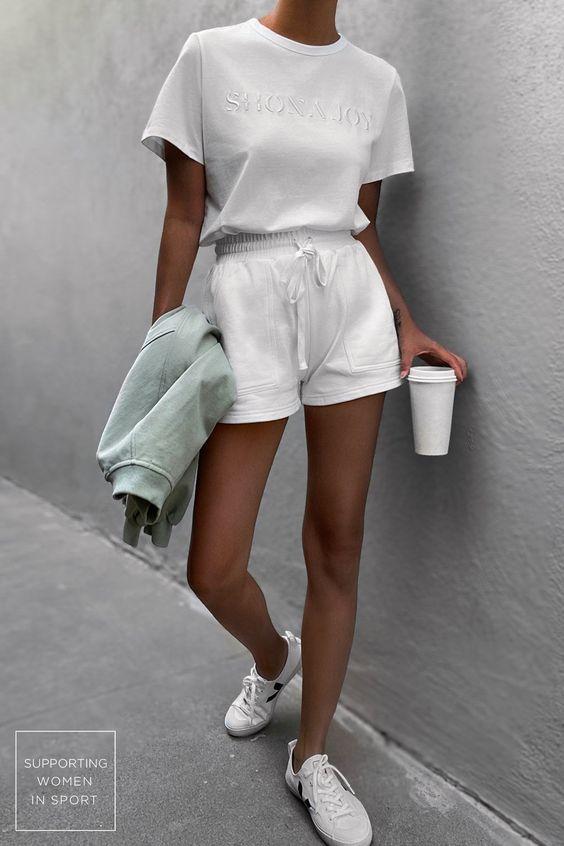 Τα_ χρώματα_ στα_ ρούχα _που_ θα_ αναδείξουν _το_ μαύρισμά_ σου _λευκά_καλοκαιρινά outfits_