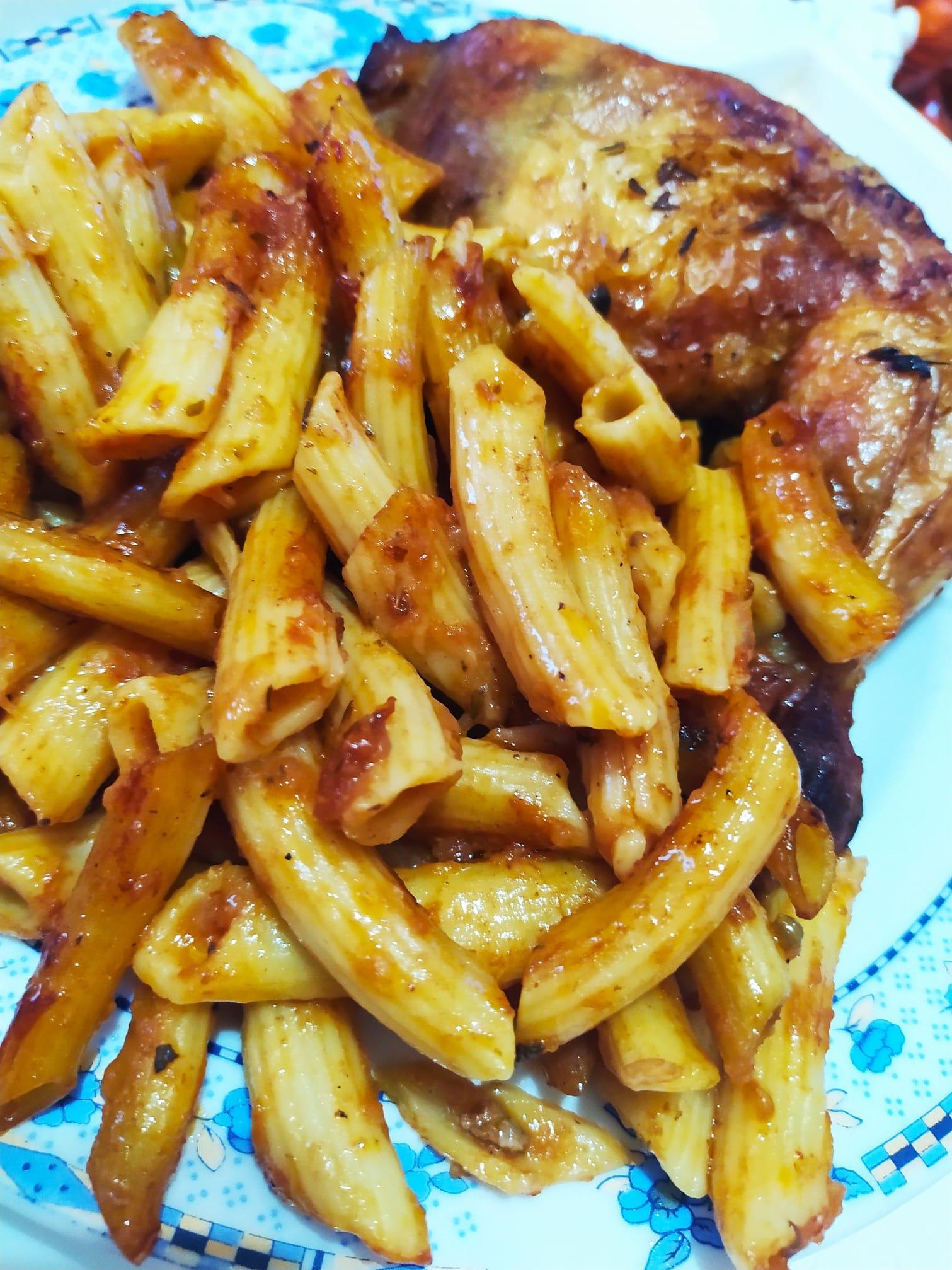 Πένες φούρνου_με κοτόπουλο_κοκκινιστές_