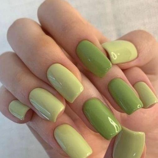 φιστικί_χρώμα_στα_νύχια_