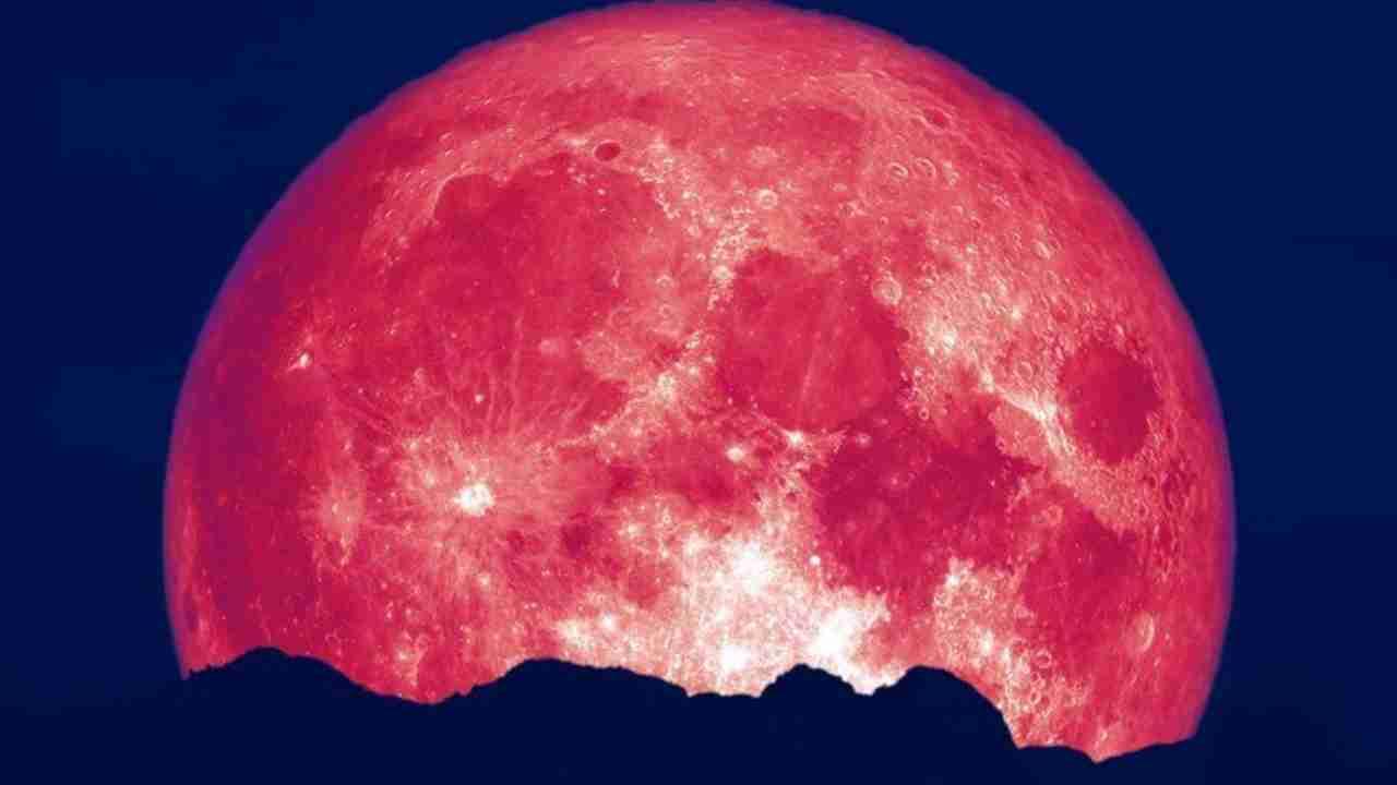 Υπερπανσέληνος της φράουλας: Eντυπωσιακές εικόνες