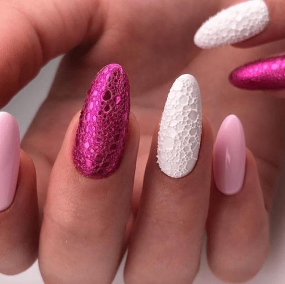 φούξια_και_λευκά_bubble_nails_