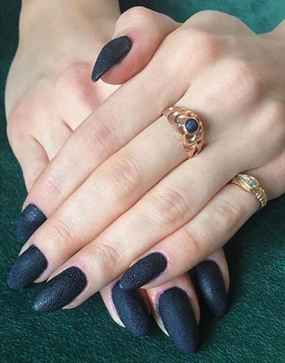 μαύρα_bubble nails_