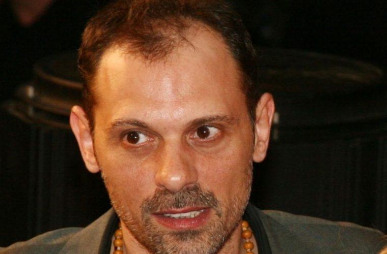 Τζώνυ Θεοδωρίδης: Πατέρας για τρίτη φορά στα 59 του χρόνια! (εικόνα)