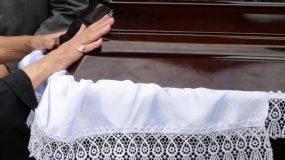 Εύβοια: Παππάς άνοιξε φέρετρο με το νεκρό και φώναζε δεν υπάρχει κορονοιός