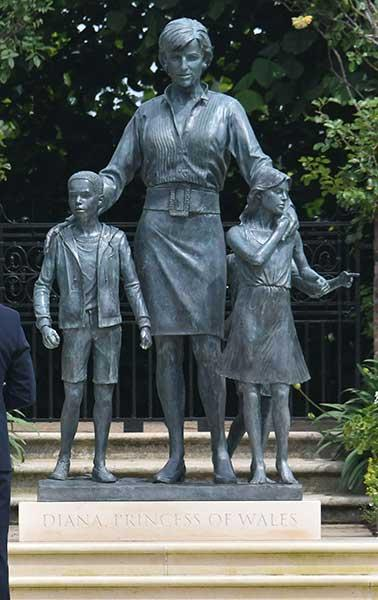 Απογοήτευση για το άγαλμα της Νταϊάνα : Η Νταϊάνα ήταν πιο αέρινη και σίγουρα πιο όμορφη
