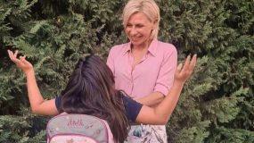 Η Κατερίνα Καραβάτου φωτογραφίζει τα παιδιά της παίζουν μπουγέλο με το λάστιχο! (εικόνα)