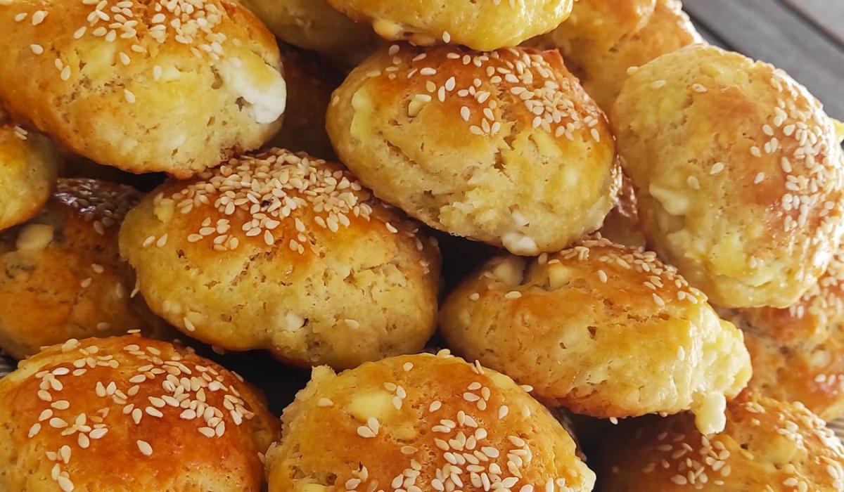 Κλασικά τυροπιτάκια με γιαούρτι και φαρίνα_