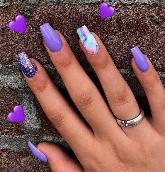 Νύχια_ Ιουλίου_ 2021_ ιδέες_για_νύχια_σε_λιλά_χρώμα_με_γκλίτερ_