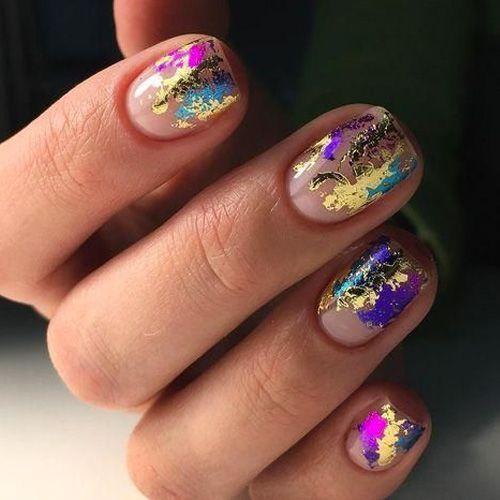 νύχια_σε_φυσική_βάση_με_διάφορα_χρώματα_
