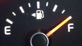 Πόσα χιλιόμετρα μπορω να οδηγήσω όταν ανάψει λαμπάκι;
