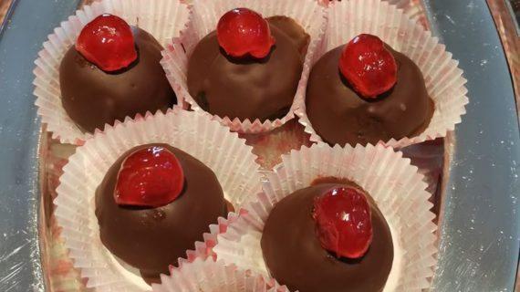Σοκολατάκια με γέμιση γλυκό κερασί_