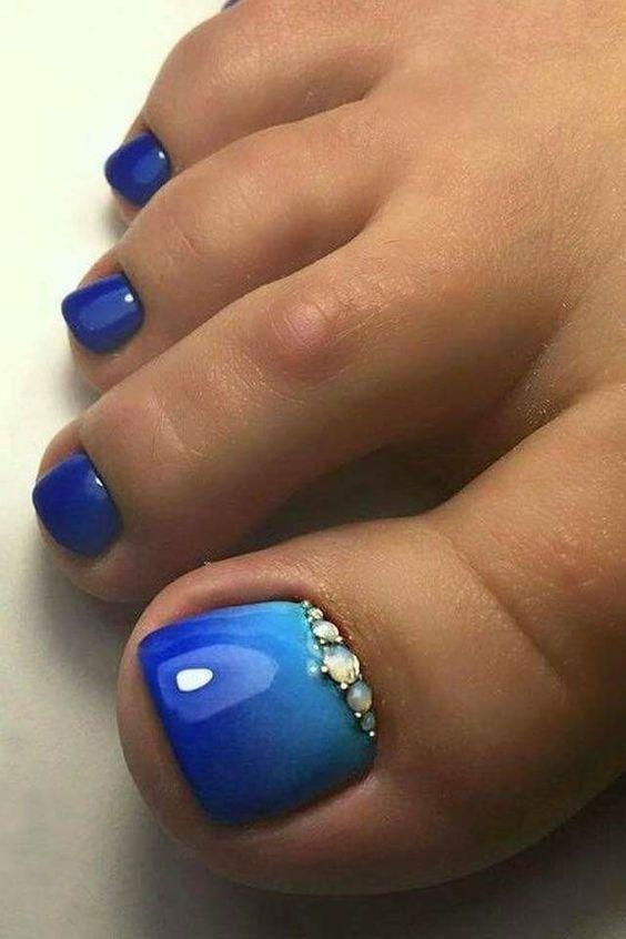 μπλε_πεντικιούρ_με_γαλάζιο_χρώμα_