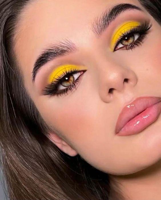 smokey_eye_σε_κίτρινο_χρώμα_