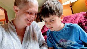 5χρονος_κάνει_την_καρκινοπαθή_μαμά_του_να_μην_πονάει_