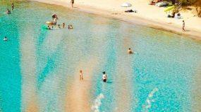Σαρώνει Ιούνιο και Ιούλιο: Το covid free νησί με τις 72 παραλίες χωρίς ξαπλώστρες που κάνει θραύση φέτος (Pics)