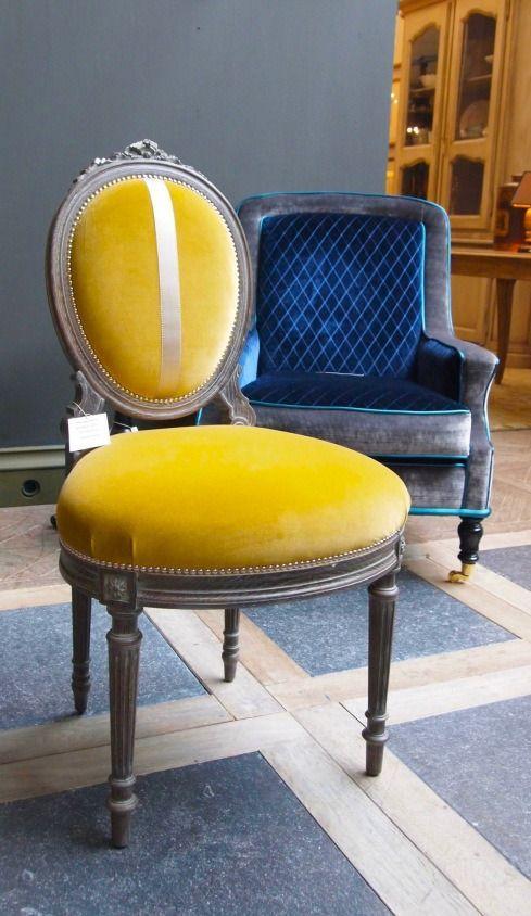 κίτρινη_και_μπλε_καρέκλες_