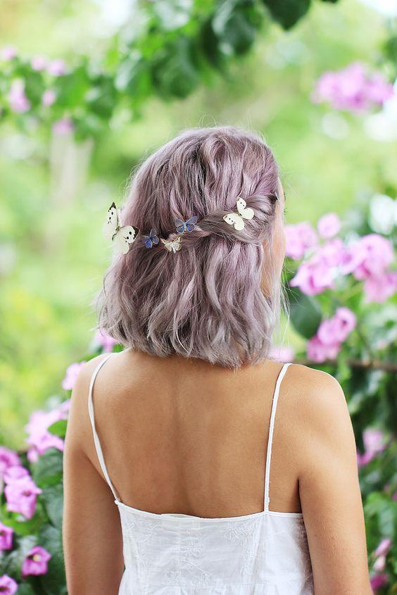 σπαστά_μαλλιά_με_πεταλούδες_στα_μαλλιά_