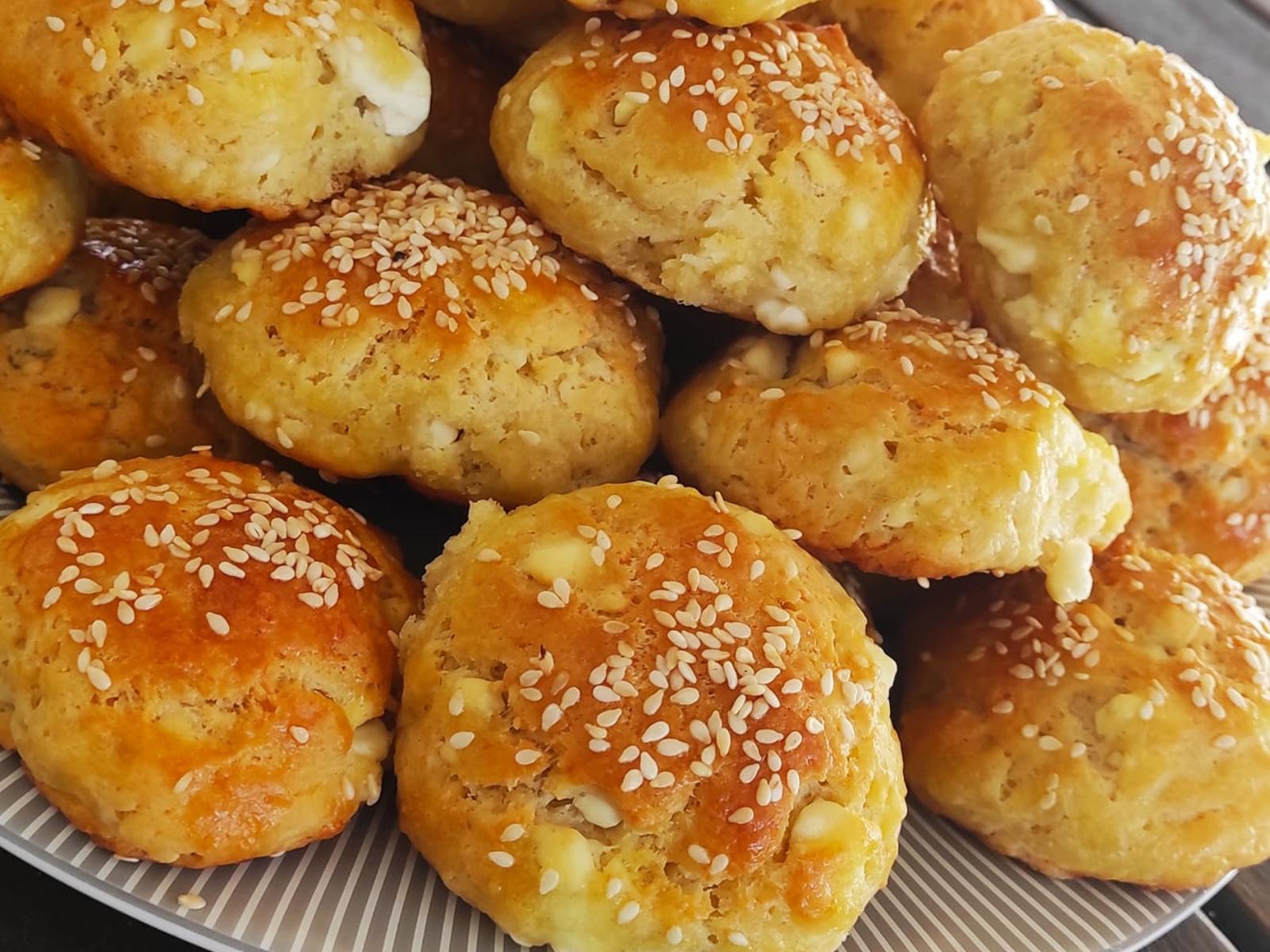 Κλασικά τυροπιτάκια με γιαούρτι και φαρίνα