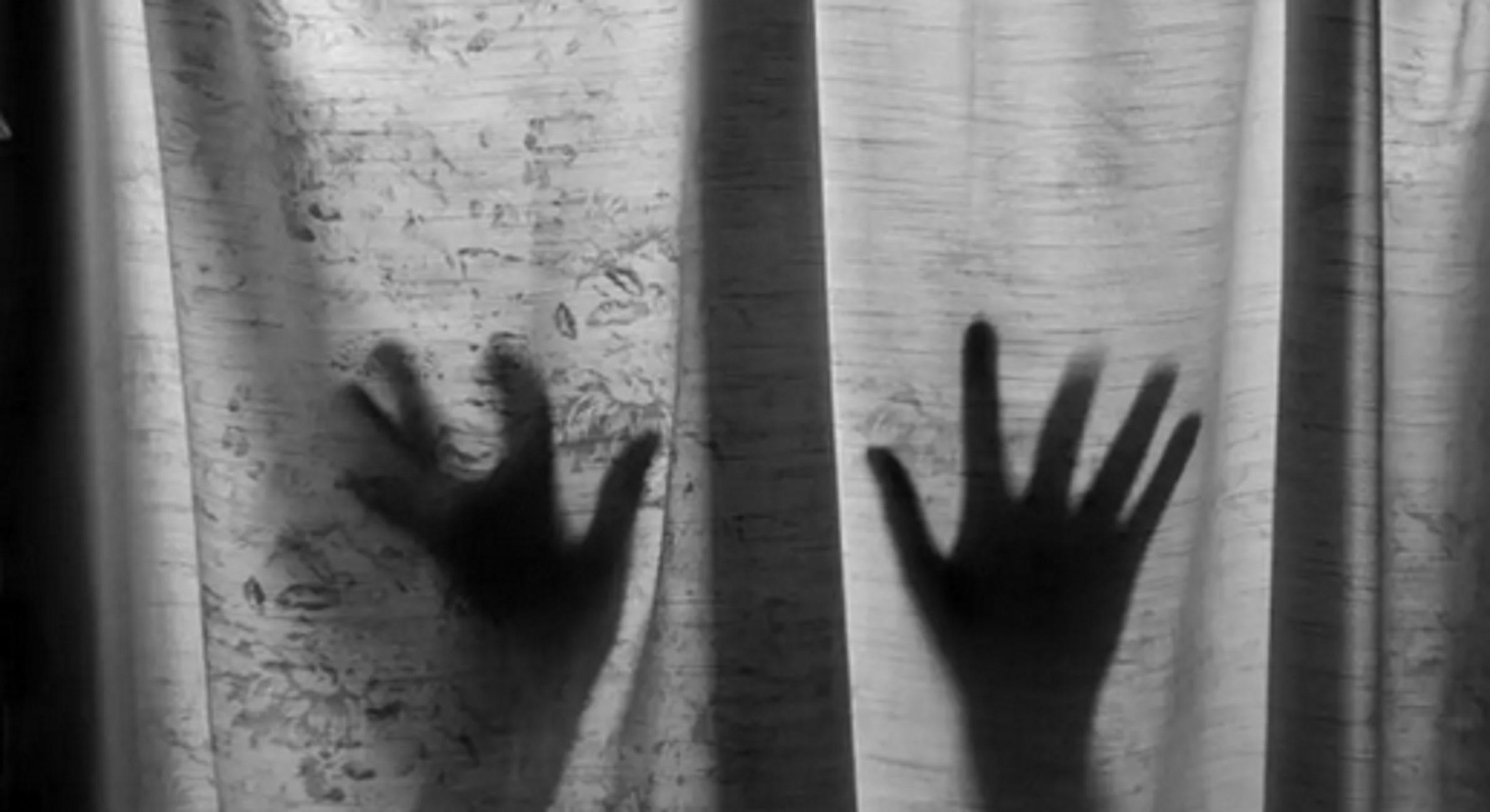 Φωκίδα: Πατέρας βίαζε την ανήλικη κόρη του μπροστά στα αδέρφια της