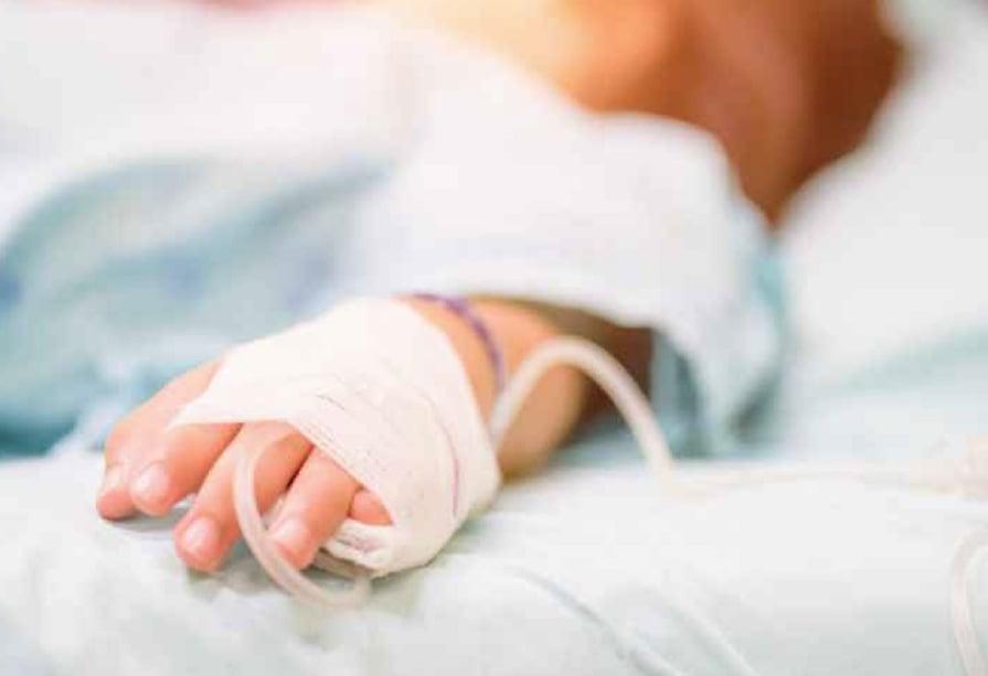 Σοκ : Παιδί 22 μηνών νοσηλεύεται με κρανιοεγκεφαλικές κακώσεις  – Έπεσε από τις σκάλες
