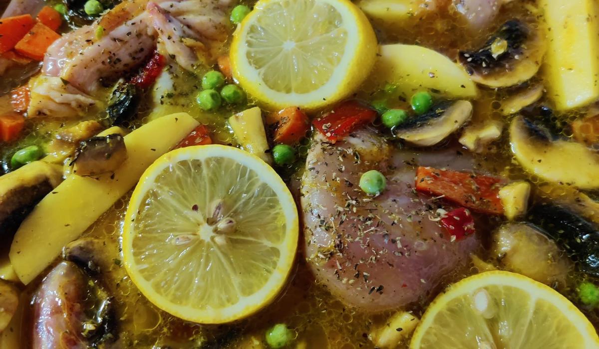 Κοτόπουλο με αρακά και φασολάκια στο ταψί _