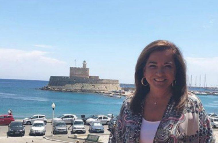 Ντόρα Μπακογιάννη: Φωτογραφίζει τα 7 εγγόνια της μαζί και το σχόλιό της θυμίζει κλασική Ελληνίδα γιαγιά! (εικόνα)