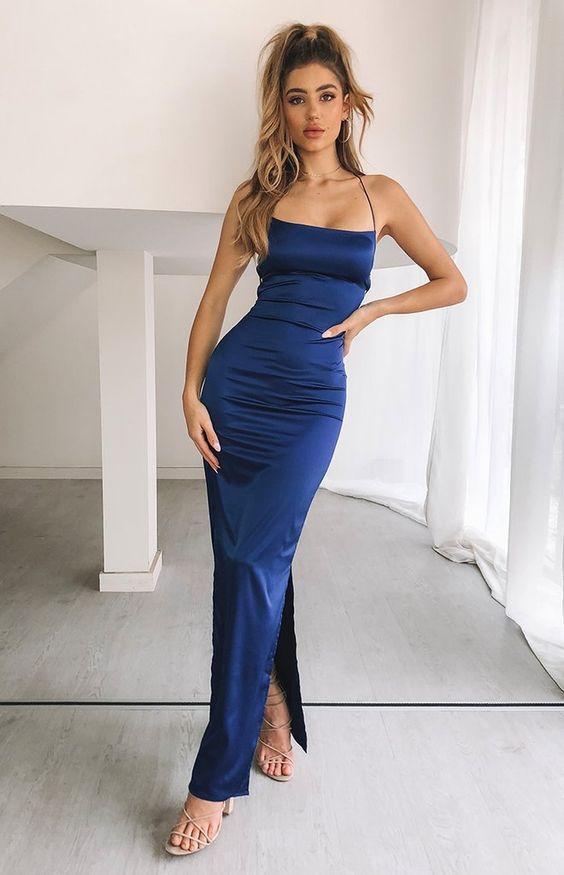 μακρύ φόρεμα_σε_στενή_γραμμή_