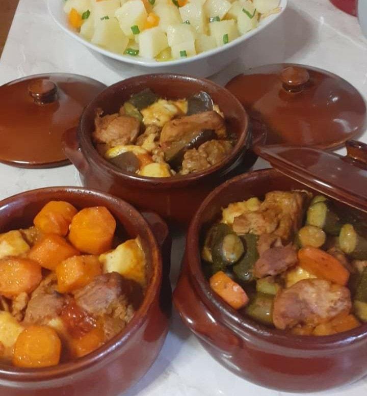Χοιρινές μπουκιές_με λαχανικά_στο πήλινο_