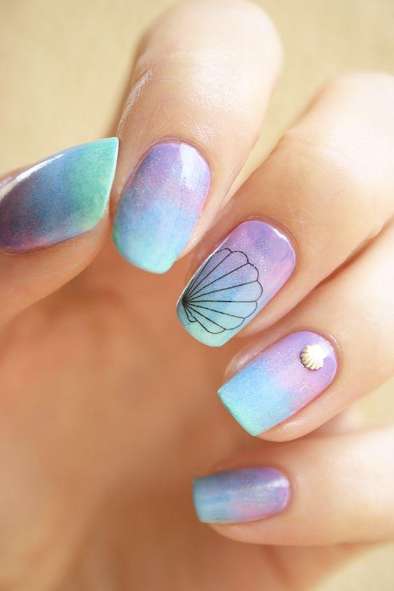 μοβ_και_γαλάζια_χρώματα_στα_νύχια_