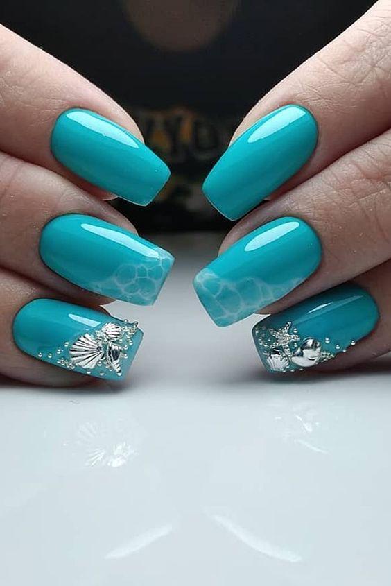 γαλάζια νύχια_με_ασημί_θαλασσινά διακοσμητικά_