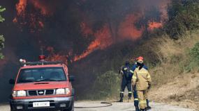 Φωτιά στη Βαρυμπόμπη: «Υπάρχουν εγκλωβισμένοι»