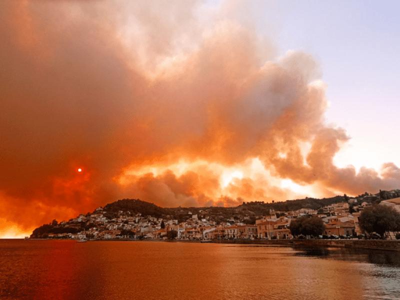 Πυρκαγιά στην Εύβοια: Η φωτιά είναι ανεξέλεγκτη