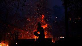 Φωτιά στην Αρχαία Ολυμπία: Υπάρχει έλλειψη πυροσβεστικής – Παλεύουμε μόνοι μας