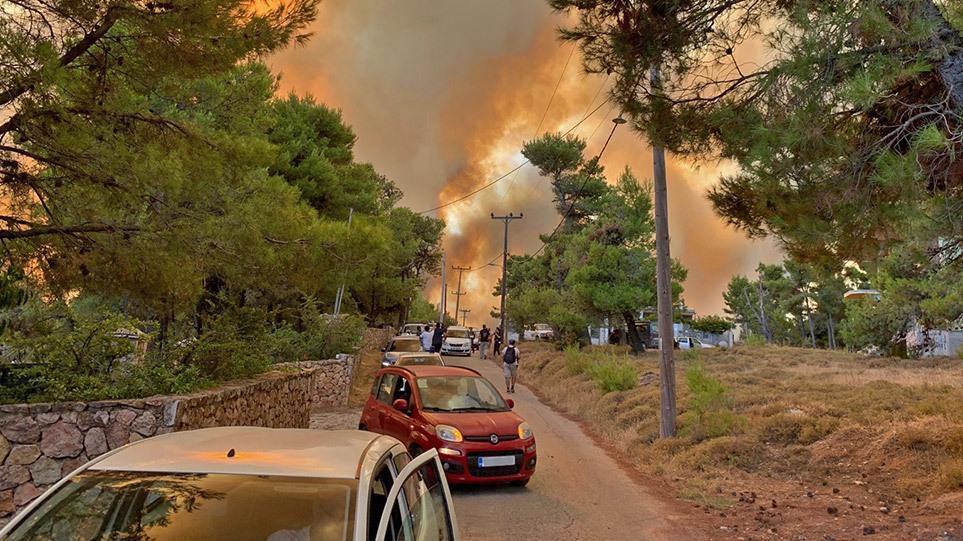 Φωτιά Βαρυμπόμπη: Εκκενώνεται το Κρυονέρι