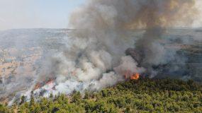 Φωτιά και στον Θεολόγο – ΑΠΕΙΛΟΥΝΤΑΙ σπίτια