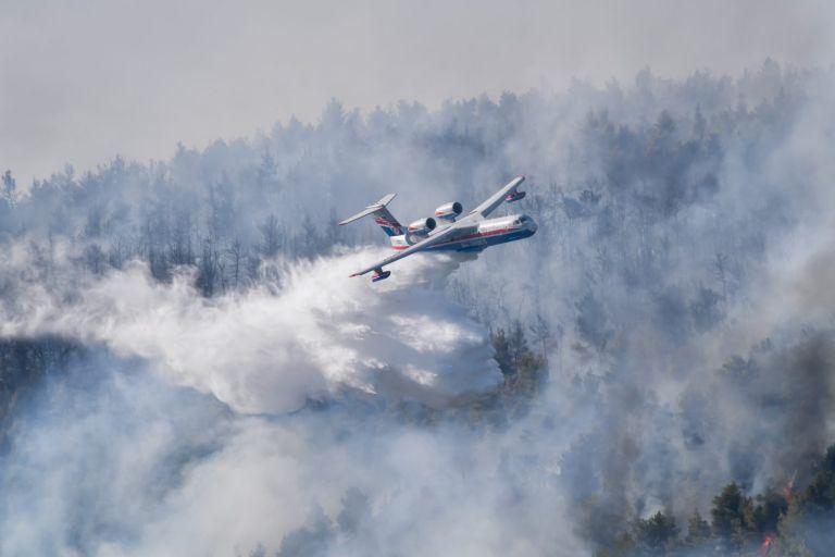 Βίλια: Παραλίγο τραγωδία με το Ιλιούσιν πάνω από τη φωτιά  – Βίντεο