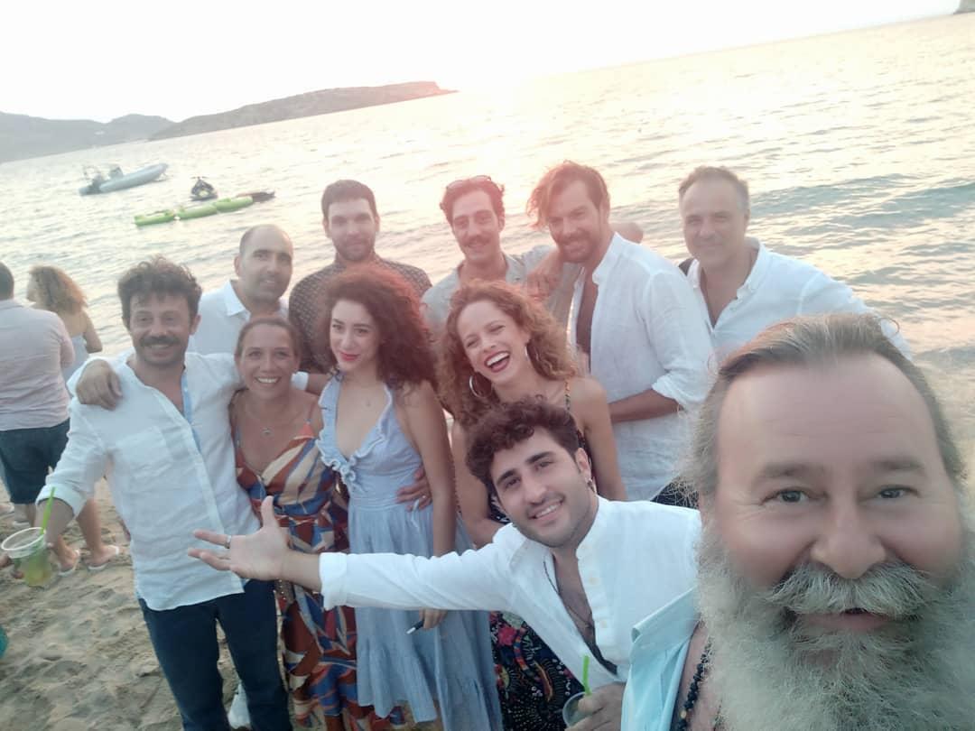 Άγριες Μέλισσες: Οι φωτογραφίες που ανέβασαν οι ηθοποιοί από το γάμο της Δανάης Μιχαλάκη