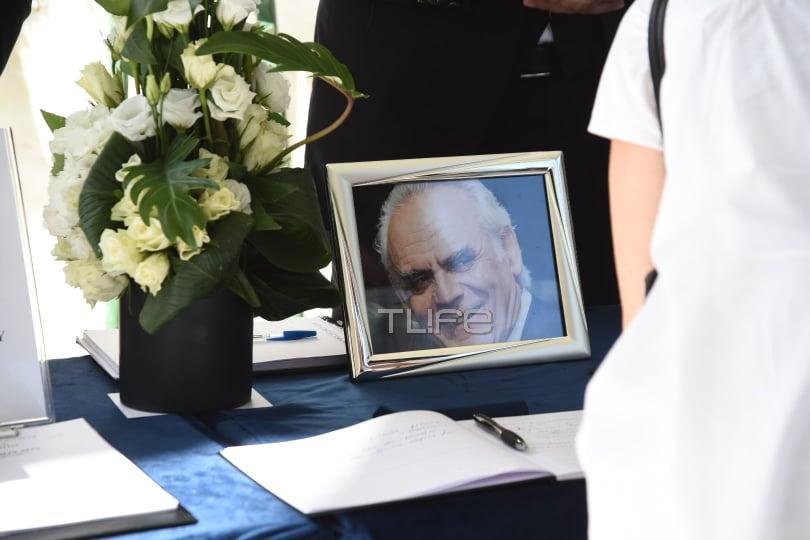 Οι πρώτες φωτογραφίες από την κηδεία του Άκη Τσοχατζόπουλου