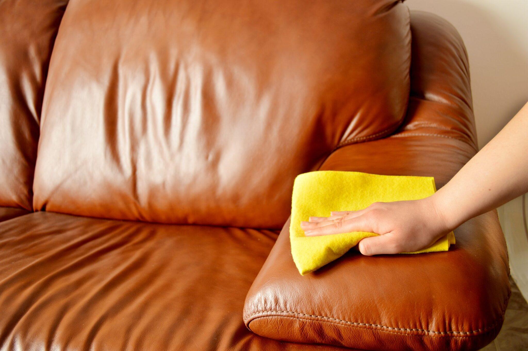 Πως να καθαρίσετε εύκολα την δερματίνη χωρίς να την καταστρέψετε