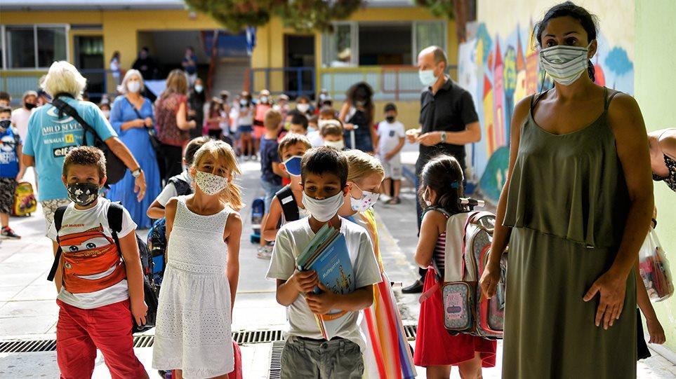 Σχολεία 2021: Έτσι ανοίγουν – Ένα αλαλούμ με τις μάσκες