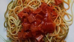 Μακαρόνια- με- σάλτσα -ζβαν-