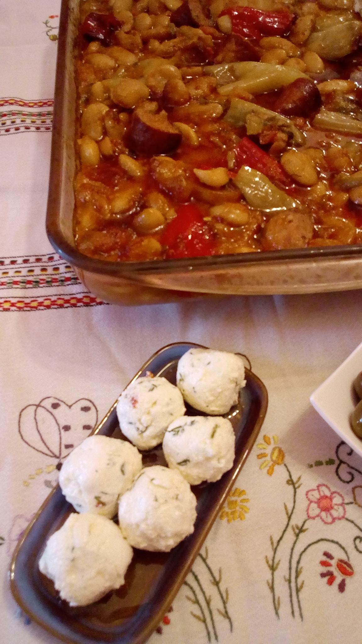 Γίγαντες- στον- φούρνο- με- χωριάτικο- λουκάνικο- Συνταγή-