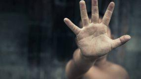 Η απόλυτη φρίκη στη Ρόδο: 18χρονος κατηγορείται ότι βίασε τον 13χρονο αδερφό του