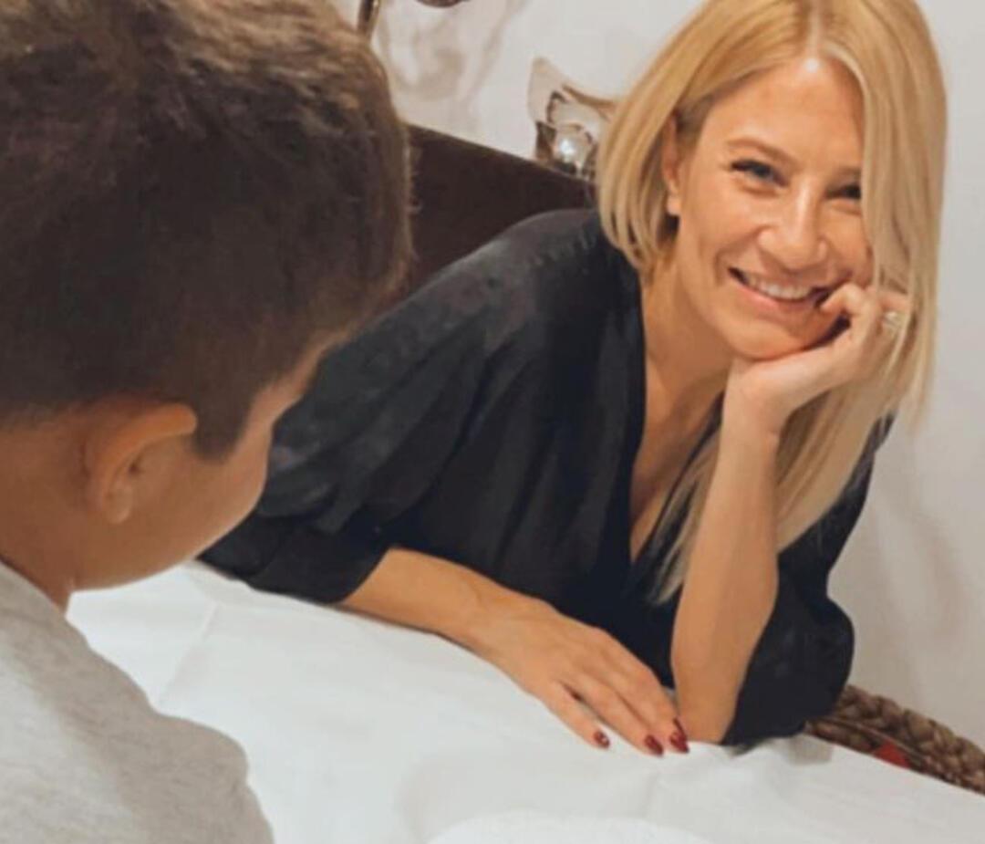 Διάσημες Ελληνίδες μαμάδες  την πρώτη μέρα του σχολείου με τα παιδιά τους