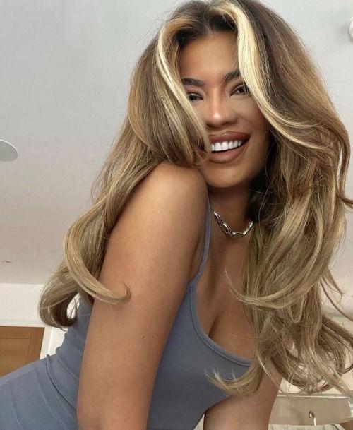 τάσεις-στα-μαλλιά-2021 2022-σε-ξανθά-μακριά-μαλλιά-
