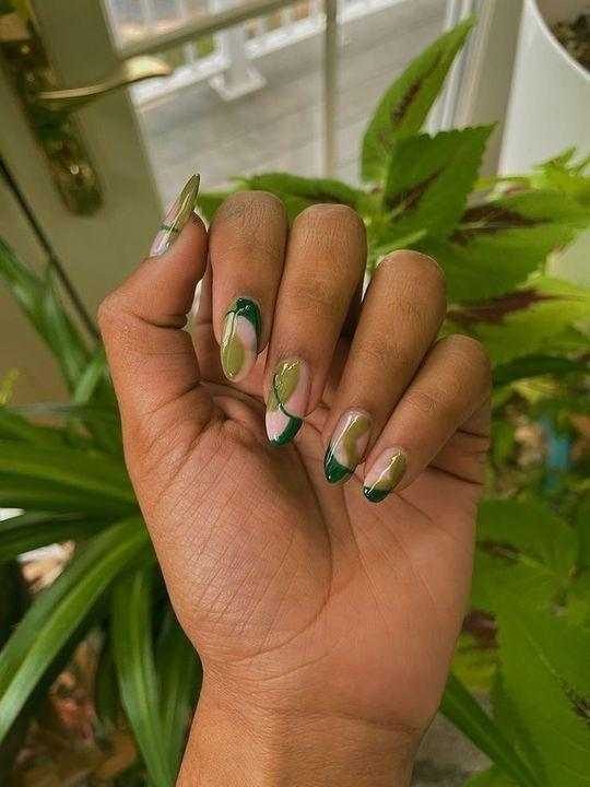 indie nails-ιδέες-με-κυπαρισσί-χρώμα-