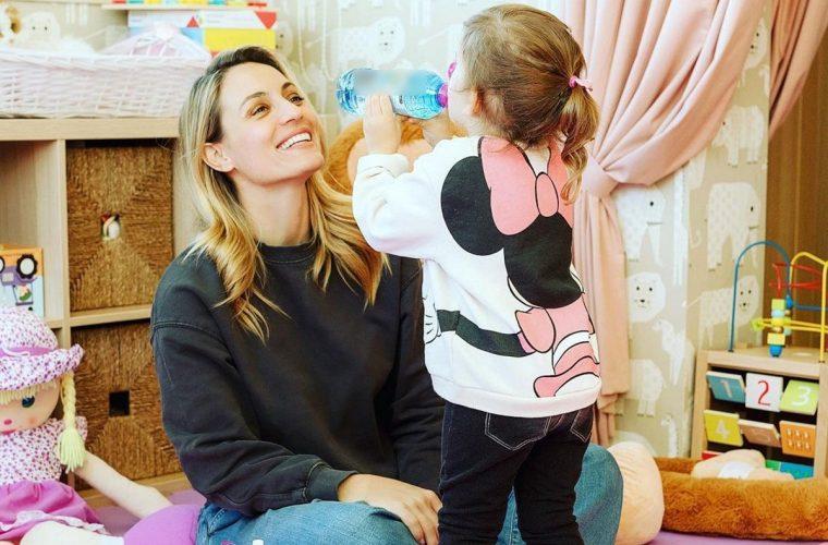 Μικρογραφία της μαμάς της: Η Ελεονώρα Μελέτη και η κόρη της με ασορτί φόρεμα! (εικόνες)