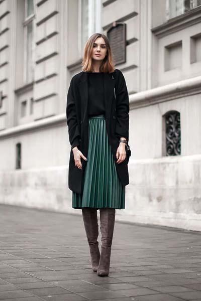 πράσινη-δερμάτινη φούστα-με-πιέτες-ιδέες-