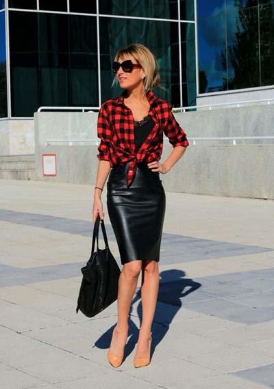 μαύρη-εφαρμοστή-φούστα-με-καρό-πουκάμισο-και-μαύρο-τοπ-
