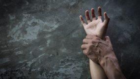 Σύγχρονό Κωσταλέξι  στα Δωδεκάνησα: Κλείδωνε τη γυναίκα του, την κακοποιούσε και την ανάγκαζε σε συνουσία με τον σκύλο